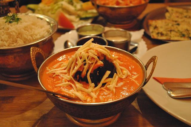 Punjabi Bengan - gefüllte Auberginen mit Kartoffeln, Gemüse, Nüssen und Sahnesauce