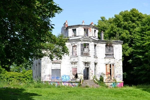 Art et glam goussainville le village fant me au nord de for Piscine de goussainville