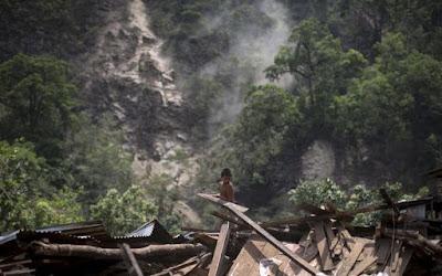 30 MUERTOS POR DESLIZAMIENTOS DE TIERRA EN NEPAL