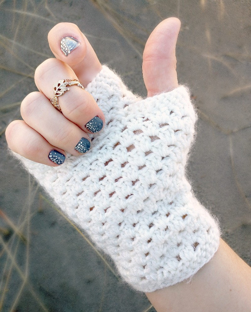 Domestic bliss squared delicate crochet fingerless gloves a free delicate crochet hand warmers a free pattern bankloansurffo Image collections