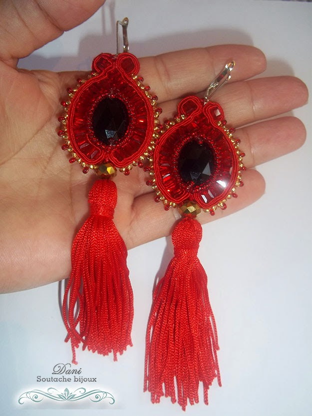 Brincos em soutache e tassel vermelho