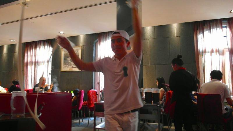 Hai Di Lao Hot Pot 海底捞火锅 haidilao steamboat review food lunarrive singapore noodle performance