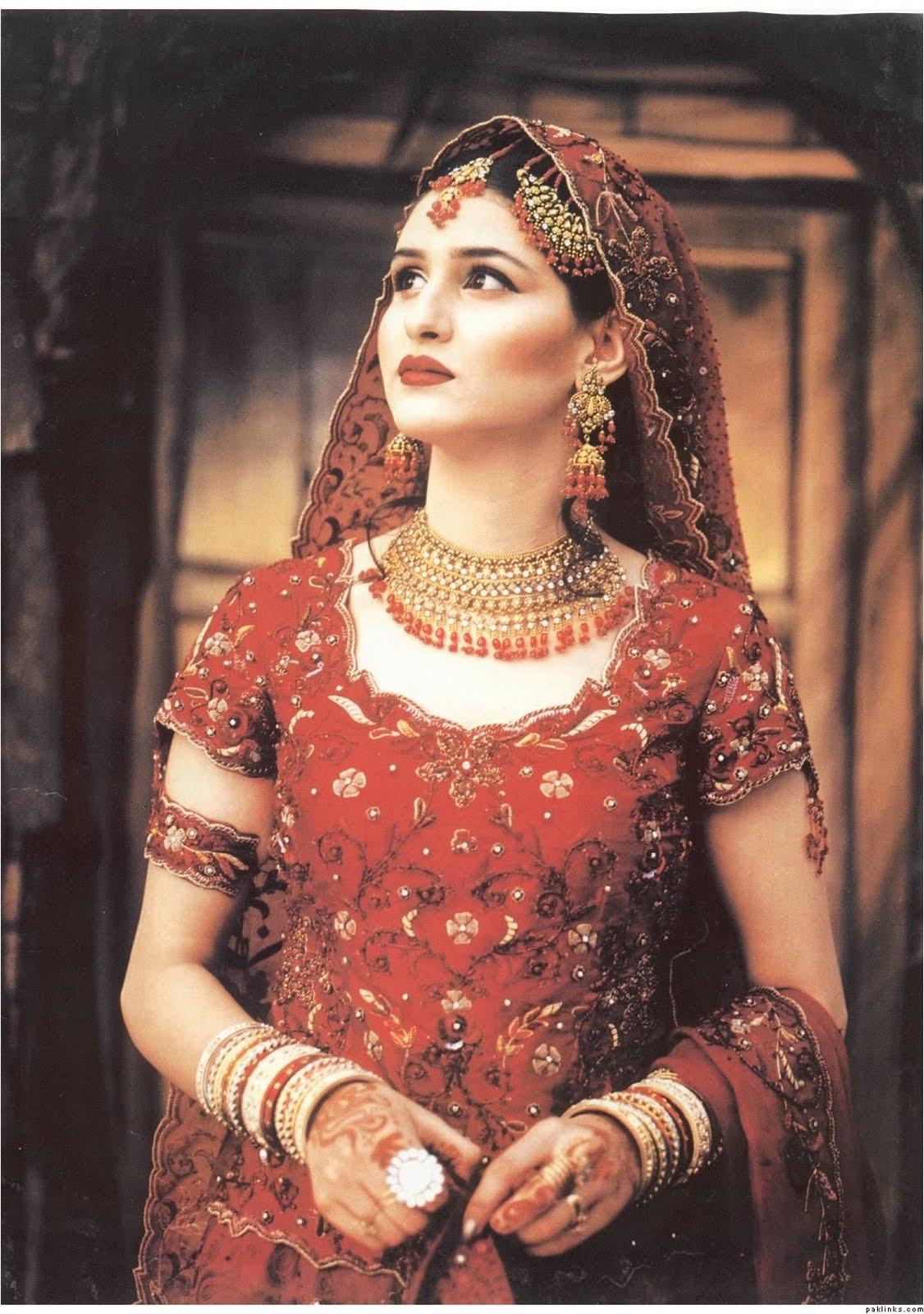 Boutique romantica fantezie boutique Bridal Red Wedding