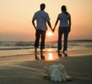 Gambar Romantis di Tepi Pantai