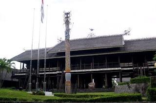 Rumah lamin kalimantan timur kaltim rumah adat kalimantan timur 300x198 Gambar Rumah Adat Indonesia