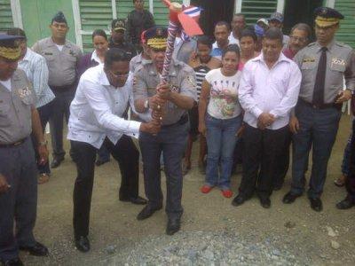 Por fin!!!,,,,,dan primer picazo destacamento Policia Bohechío y Arroyo Cano
