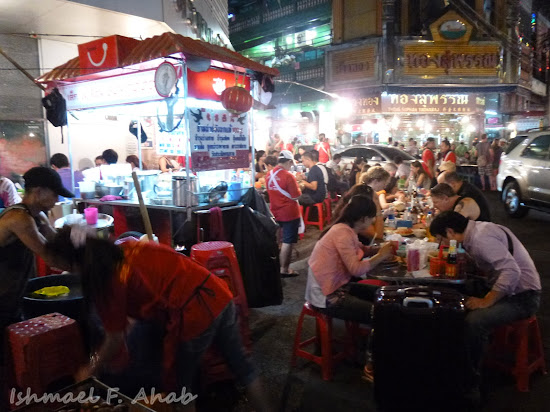 Street diners on Yaowarat Road, Bangkok Chinatown