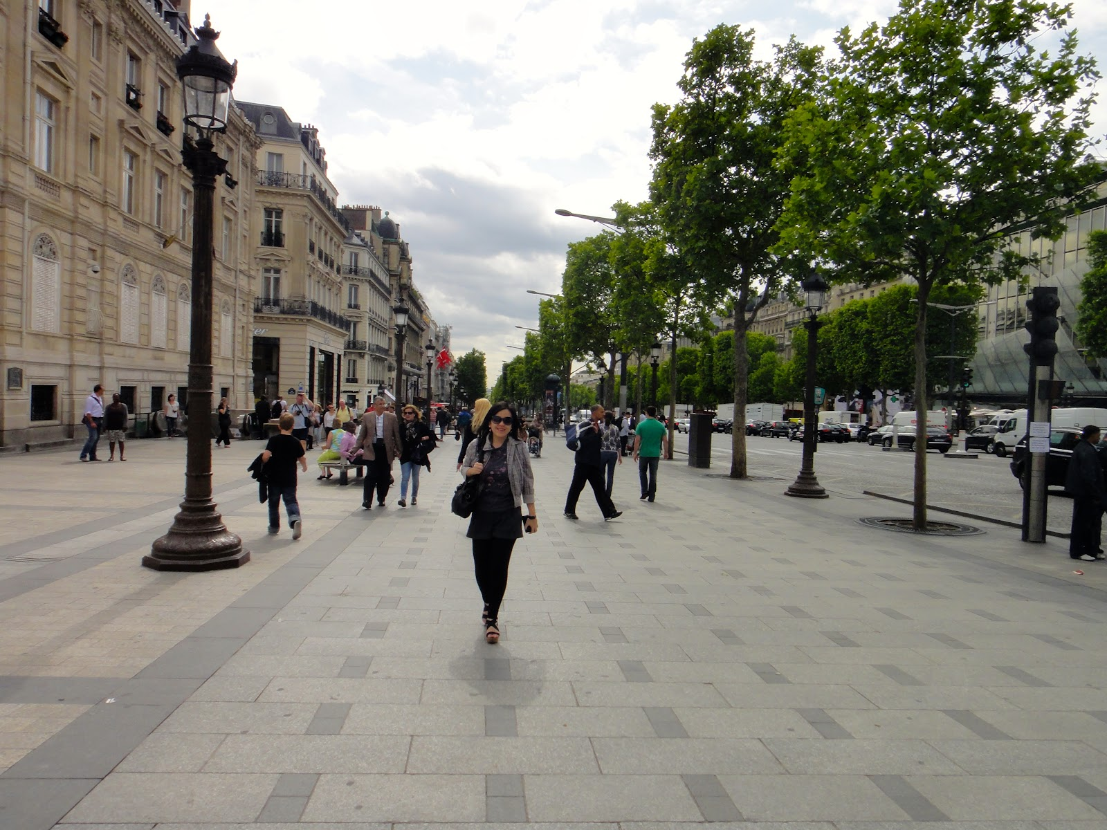 an introduction to the geography and architecture of the champs elysees The acclaimed streets of the champs-elysees are known for their glamour, posh boutiques, and high-end shopping, but visiting them before christmas was an entirely.