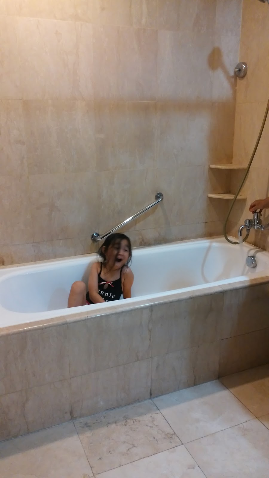 Ini Bagian Paling Menyenangkan Buat Theakamar Mandinya Gede Banget Lengkap Dengan Bathtub Yang Gedeseru Main Bubble