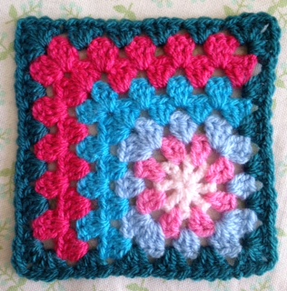 Cicely: an off-centre granny square