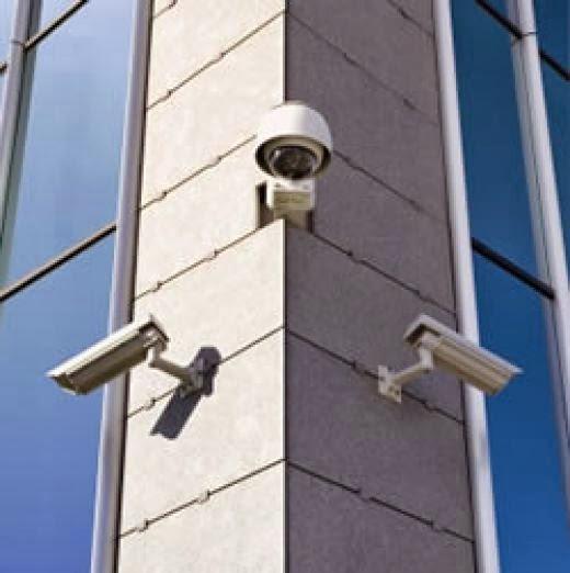 здание с камерами наблюдения
