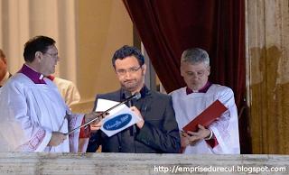 Tête de suspens au moment de l'annonce du nouveau pape