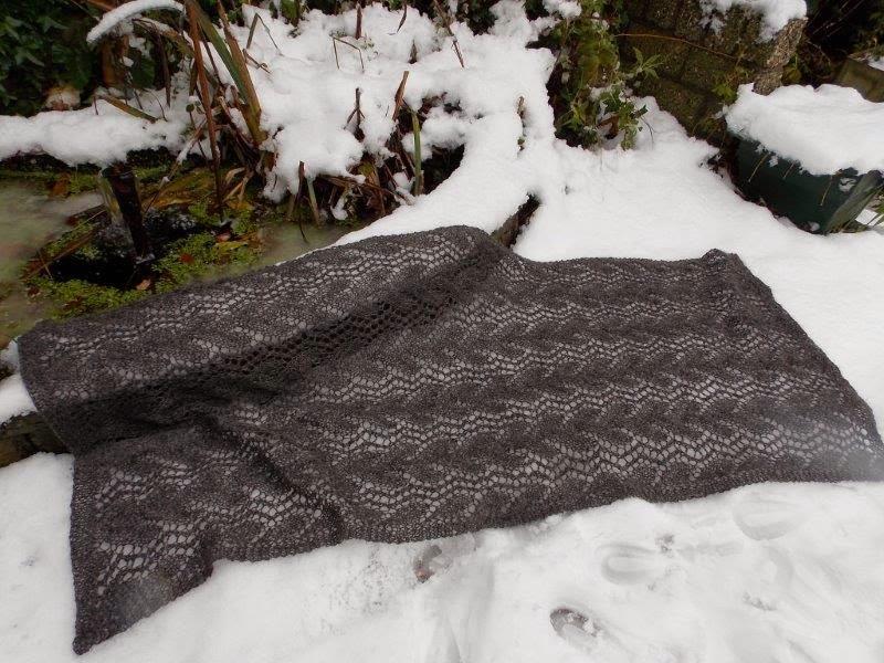Grijze handgebreide rechte en brede sjaals