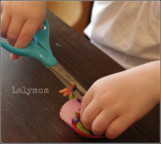 Preschool Cutting Practice with Yarn from Lalymom