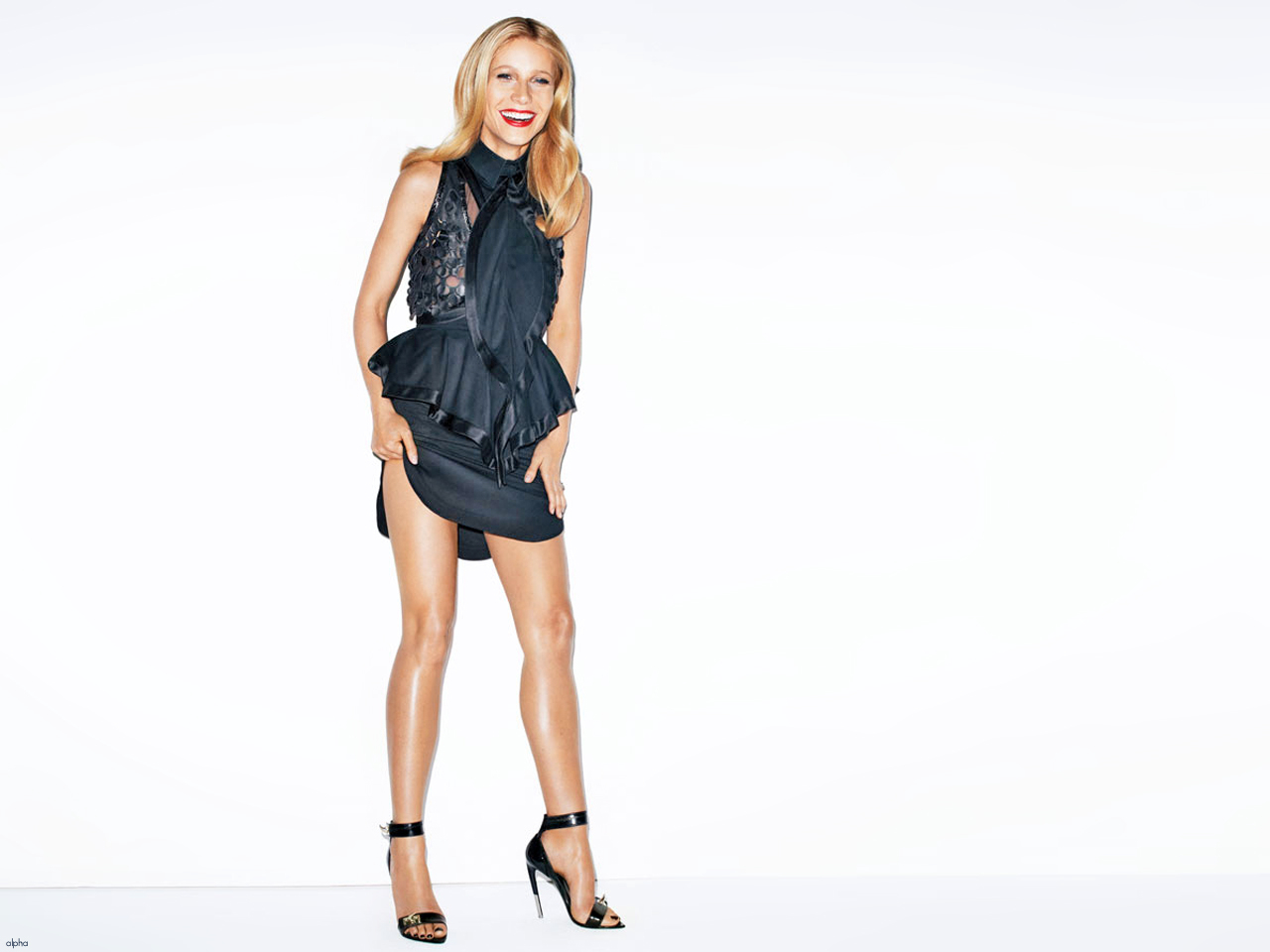 http://4.bp.blogspot.com/-4h3h2tgPW0I/Tyvhz1JXILI/AAAAAAAAJOI/lf5HYUZ14Y0/s1600/sploogeblog_gwyneth_paltrow_leggy_minidress_ballgown_wallpaper_06.jpg