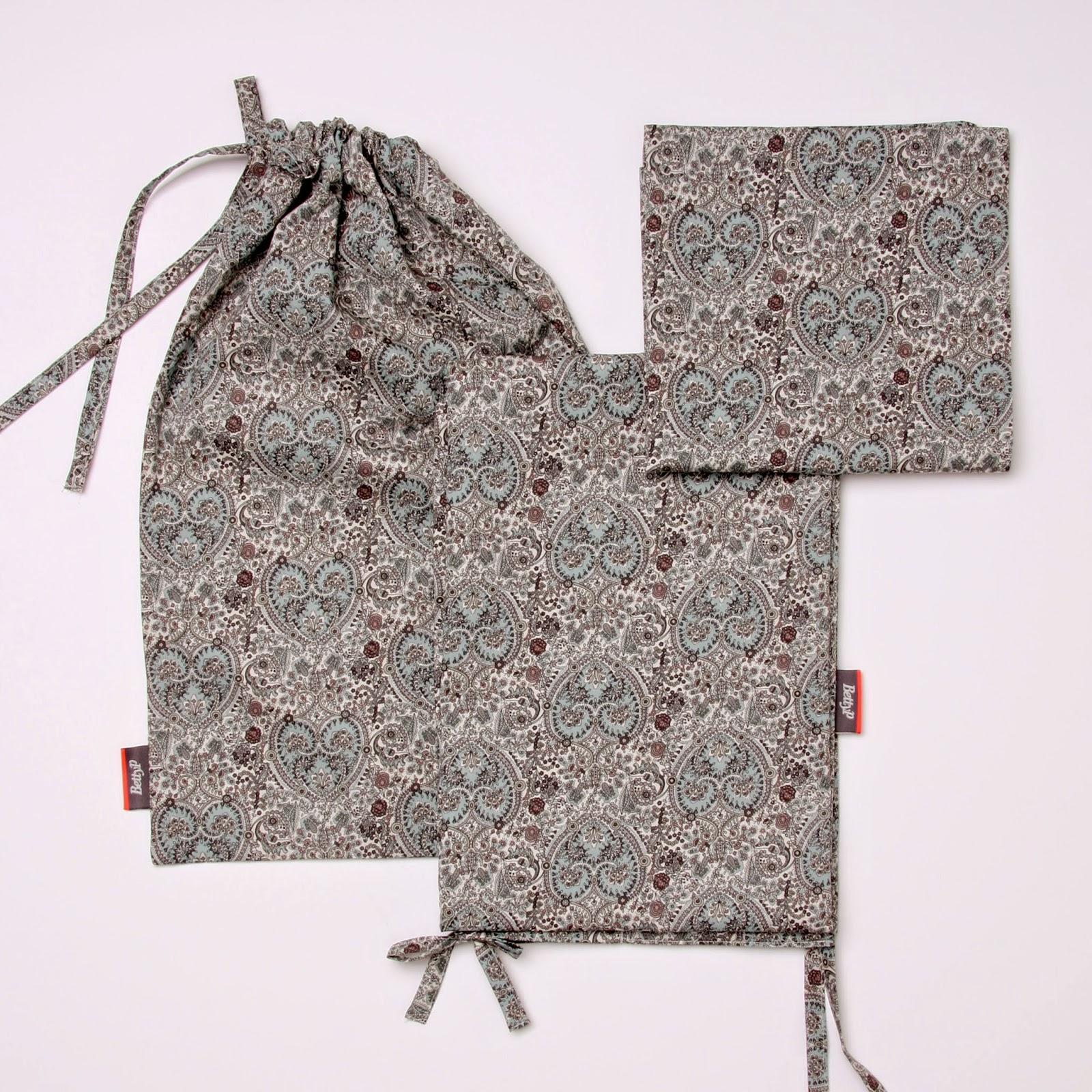 Liberty babysengetøj i Kitty Grace bestående af babydyne, baby hovedpude betræk i en syet pose