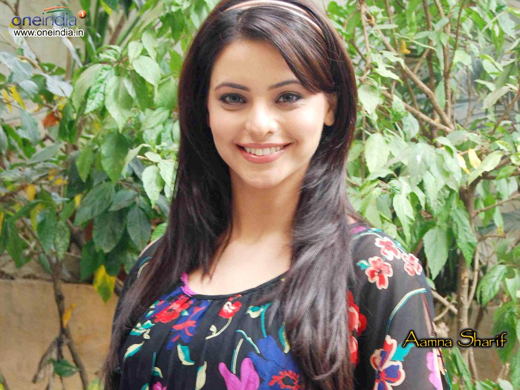 http://4.bp.blogspot.com/-4hS91mTbMIA/Tf1_wDuU_4I/AAAAAAAAEbQ/L8OPf6hbVIw/s1600/Amna+Sharif+Wallpapers+1.jpg
