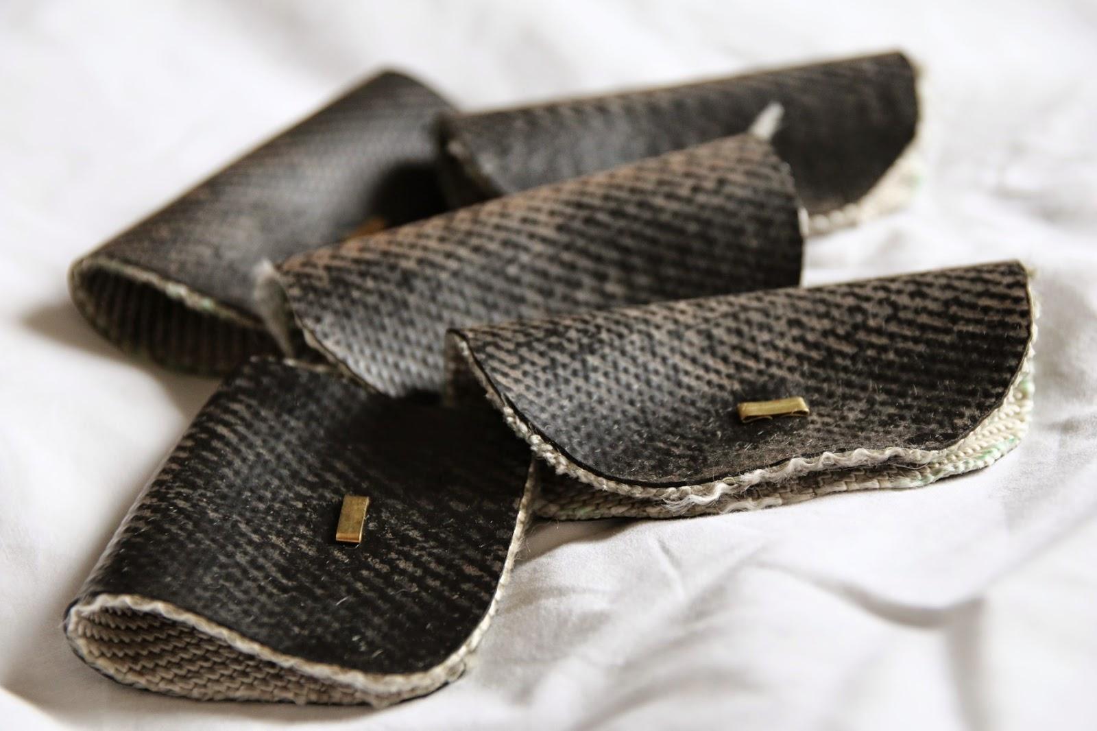 Kabelhäuschen aus Feuerwehrschlauch und Briefklemmen / Cable cuffs made from fire hose / Upcycling