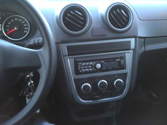 Volkswagen Gol G5 2011 1.0 Trend - console central