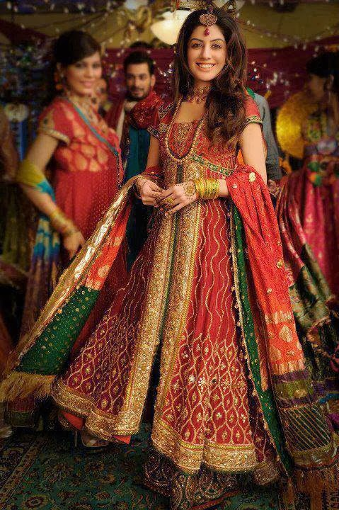 Mehndi Outfit Ideas : Exclusive bridal mehndi dress collection mayoon frills