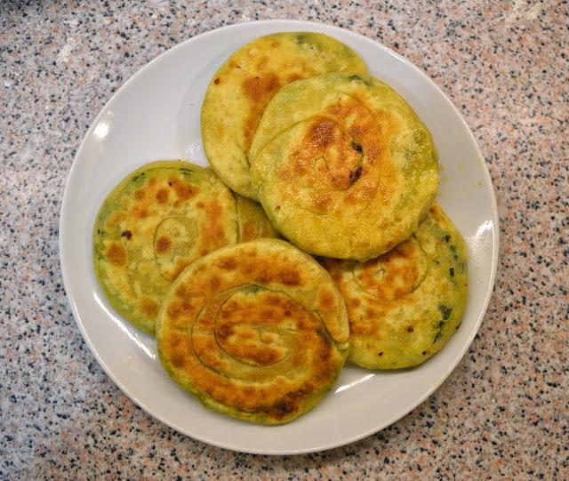 Tajwański scalion pancake plus marokański msemen równa się pyszny naleśnik