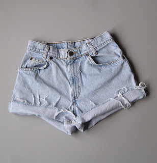 http://www.ebay.com/itm/Vtg-Levis-Mid-High-Waisted-Cut-Off-Denim-Shorts-Boyfriend-Blue-Jeans-Faded-27-/291674512770?hash=item43e927dd82:g:A~wAAOSw5dNWrrbp