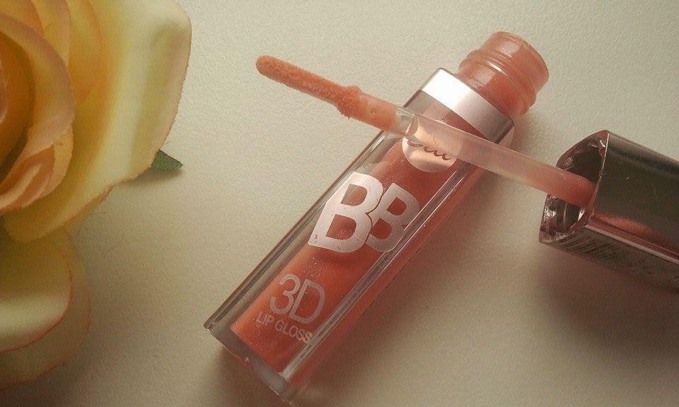 Bell-BB-blyszczyk-3D-lip-gloss-powiekszajacy-usta-na-moim-stole-z-roza-cieplejszy-odcien