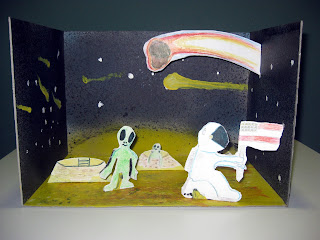 Taller infantil de pintura. Academia de dibujo y pintura Artistas6 de Madrid. Clases y cursos para aprender a pintar y dibujar. Escenografía con siluetas de cartón.