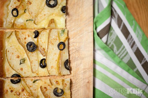 pizza z gruszkami, oliwkami i szałwią