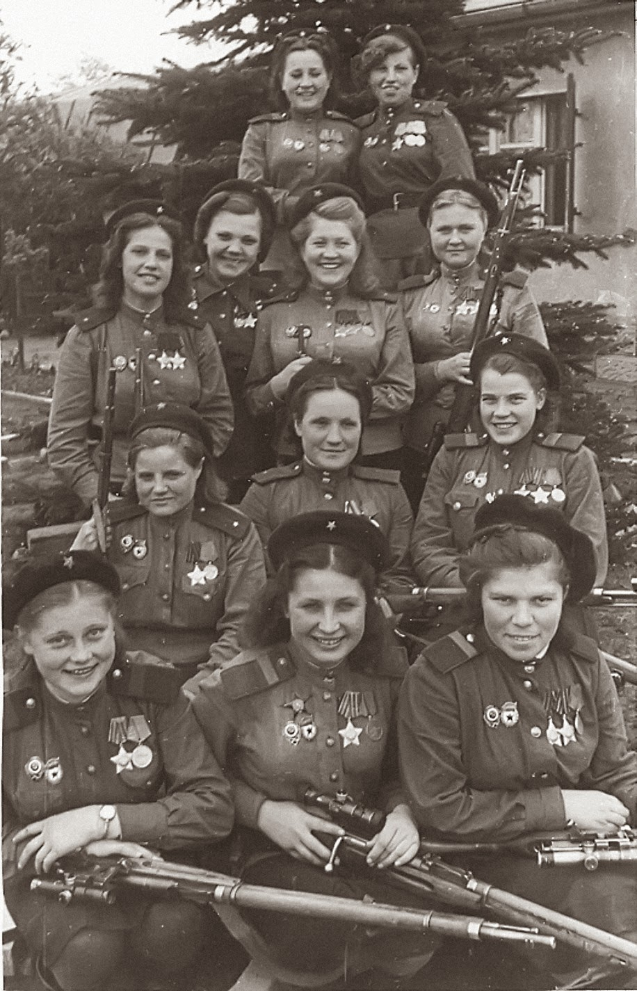 775+confirmed+kills+in+one+picture,+1945