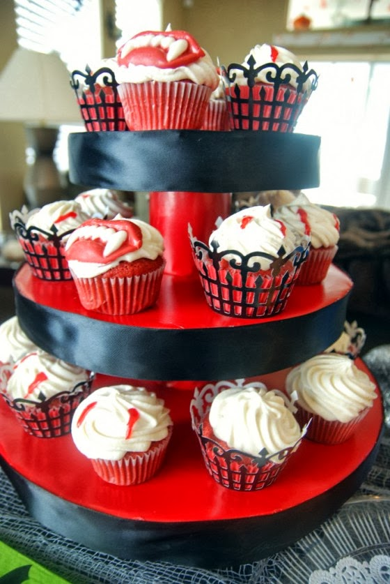 Spooky Halloween cupcakes decorations