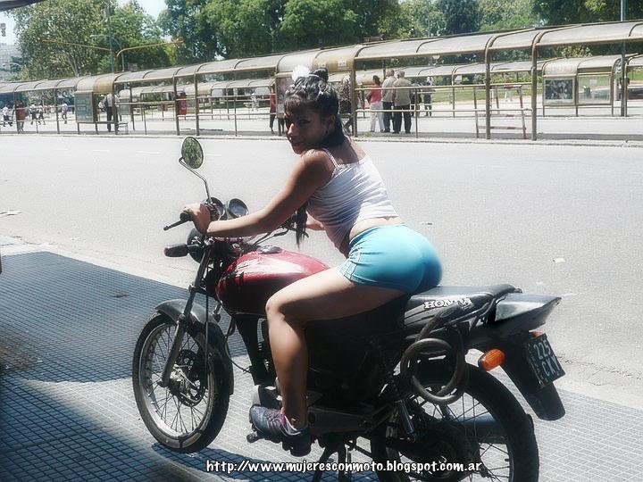 Hermosas Mujeres En Moto