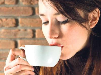 Sekumpulan saintis mendakwa menikmati tiga cawan kopi sehari berupaya memanjangkan setahun umur manusia.