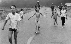 nick ut vietnam napalm photograph