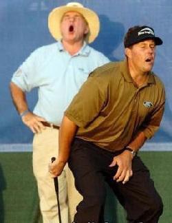 golpe en el golf. nada como un masaje genital