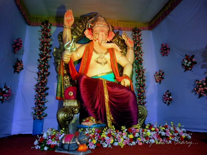 Big life-size Ganesha, Ganesh pandal hopping, Mumbai