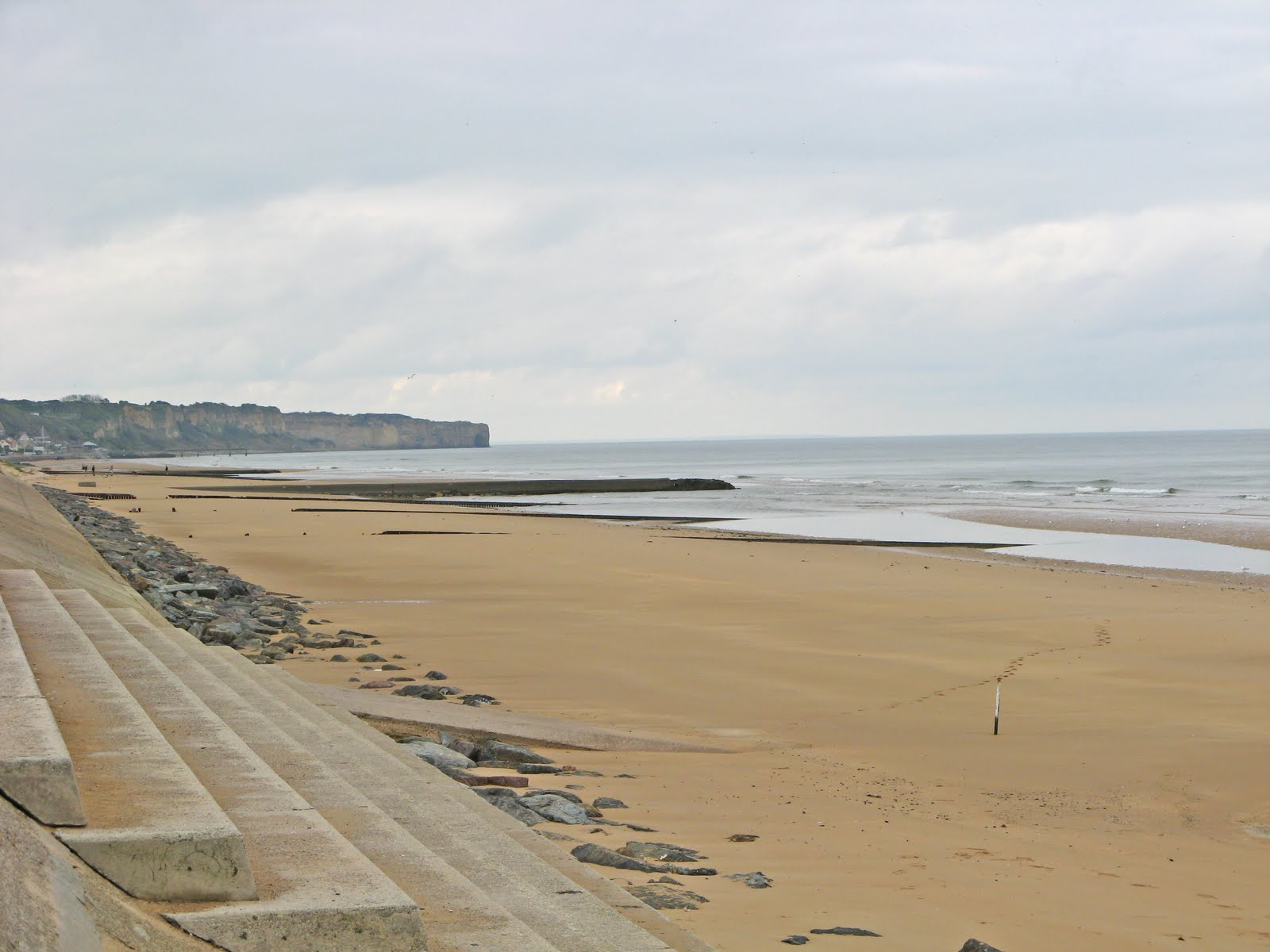 normandy beach essay With american forces deployed on the beaches of utah and omaha, and  it is  via a case study reading of the photo-essays of the normandy.