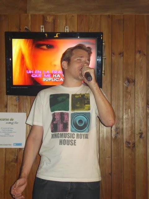¡Desde que he llegado sólo vivo cantando!