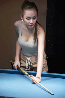 Beautiful Woman - Billiards