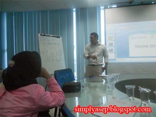 Saat kelas Akademi Berbagi Pontianak dengan pembicara Raja Uduk   Foto Asep Haryono