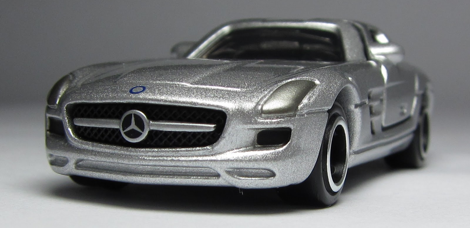 Car lamley group model of the day tomica mercedes benz for Mercedes benz sls amg toy car