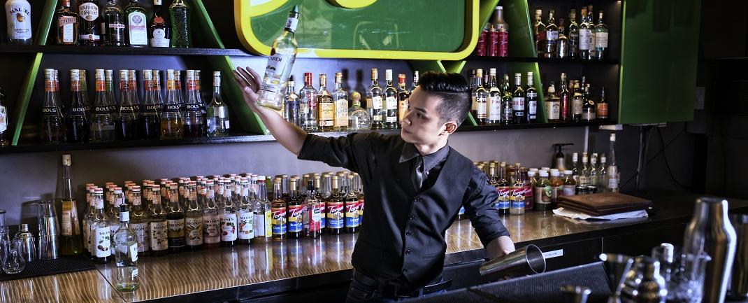 trình diễn bartender