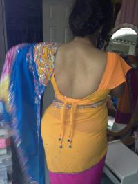 AAH,DESI AUNTY HOTLY WEARING SARE. | FATTY N BEAUTY
