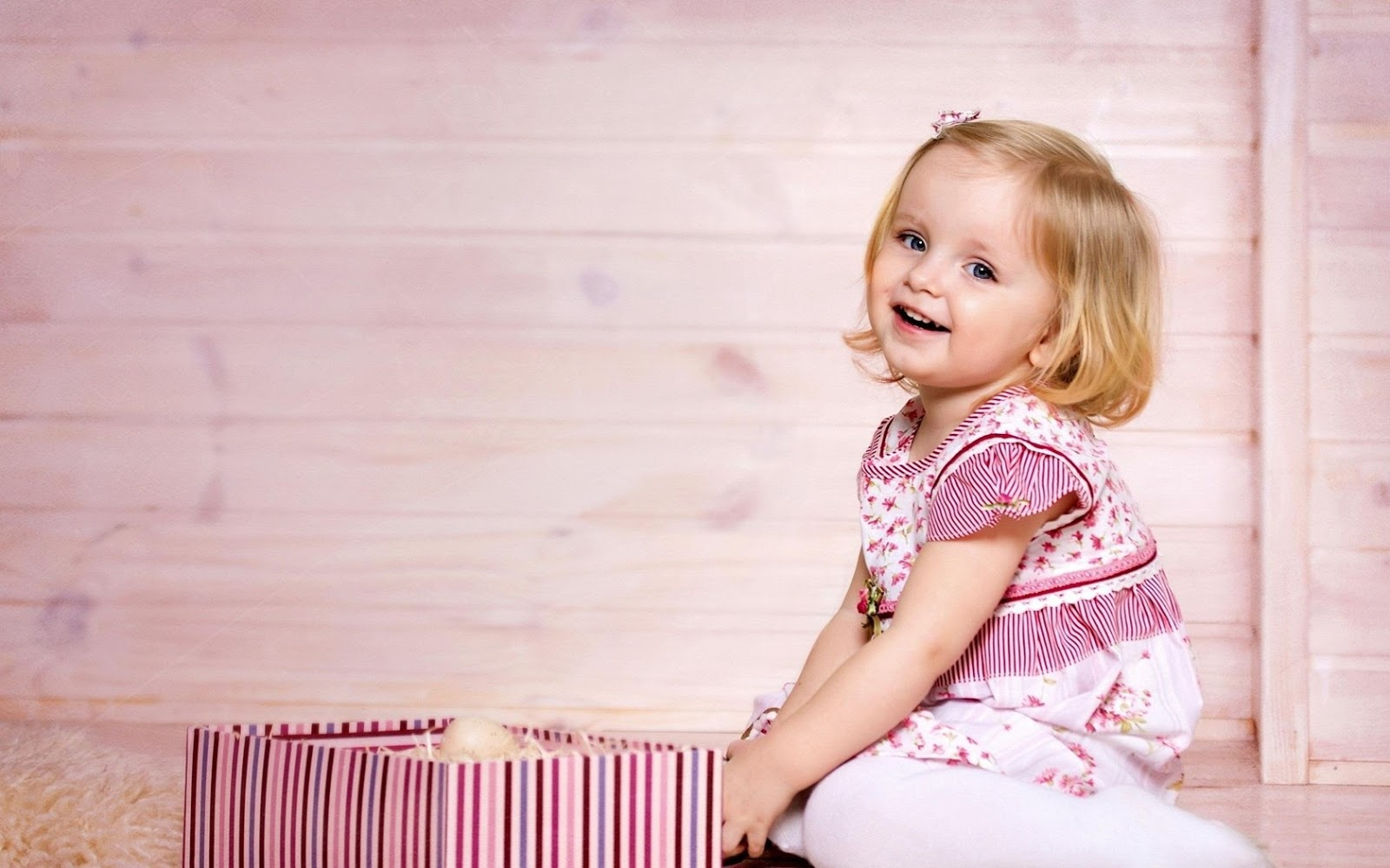 Cute Little Baby Girl And Gift Box Hd Wallpaper Cute