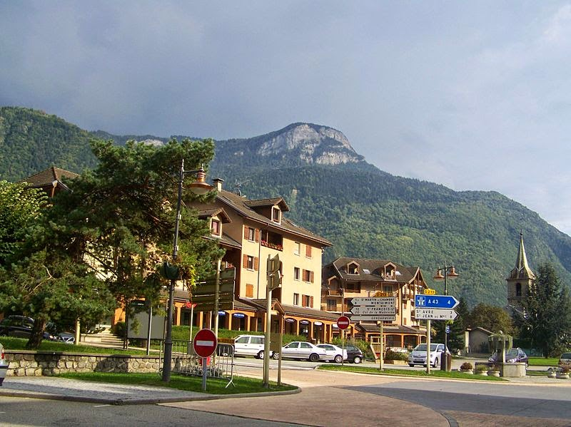 «La Chambre (Savoie)» par Florian Pépellin — Travail personnel. Sous licence CC BY-SA 3.0 via Wikimedia Commons - http://commons.wikimedia.org/wiki/File:La_Chambre_(Savoie).JPG#/media/File:La_Chambre_(Savoie).JPG