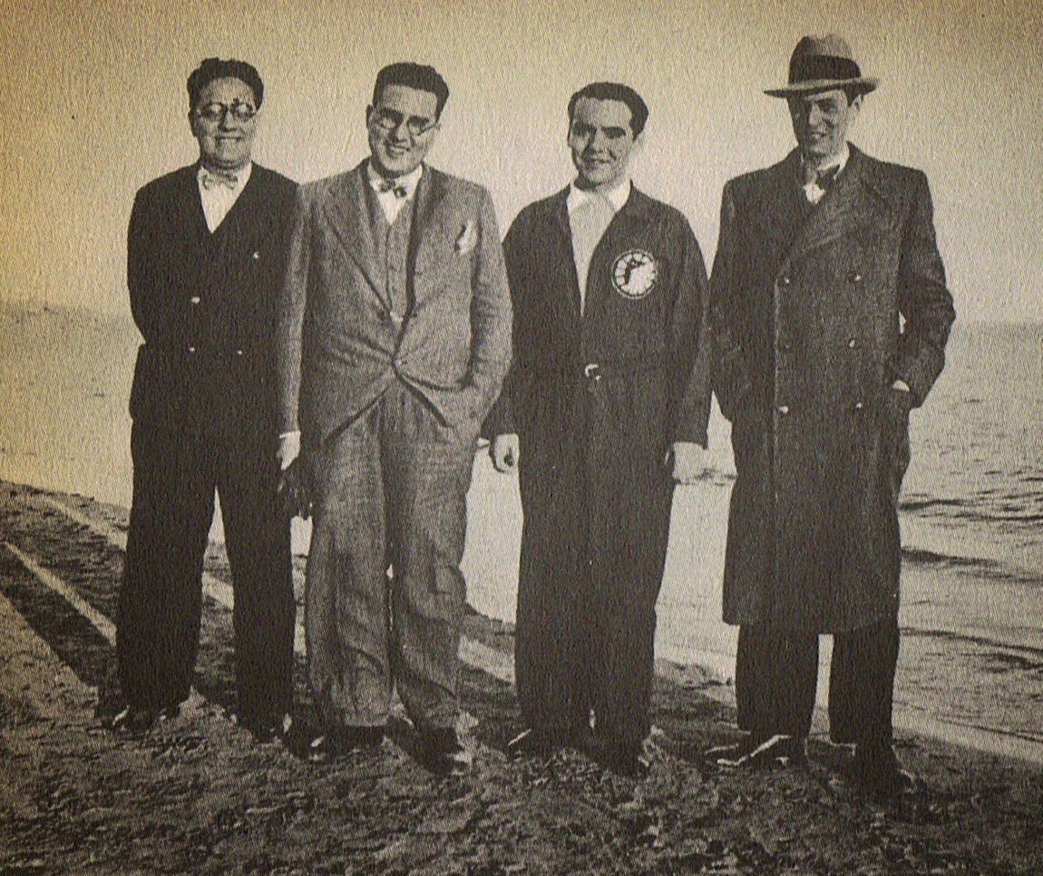 Lorca en 1932 con unos amigos en la playa de Alicante