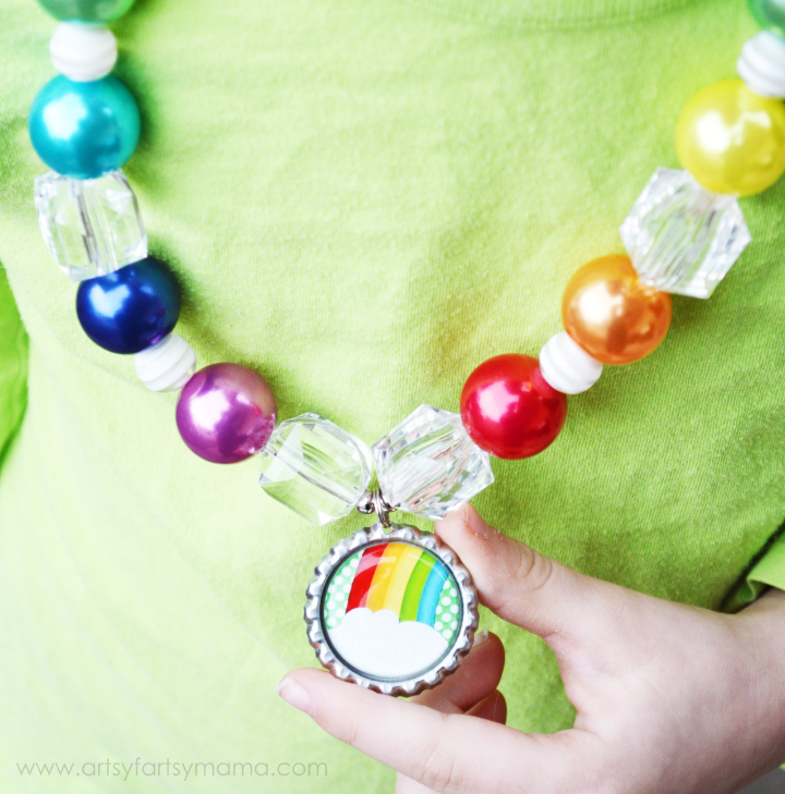 St. Patrick's Day Bottle Cap Necklace Tutorial at artsyfartsymama.com