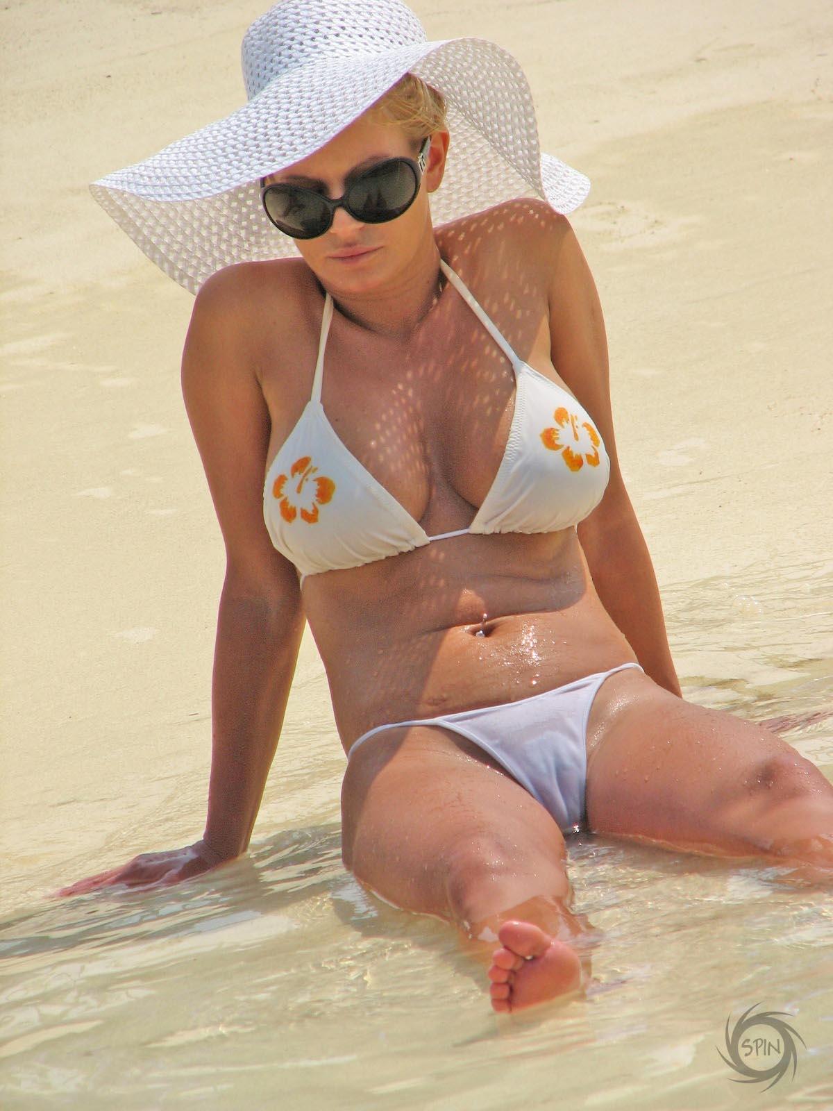 Naked pics jessica simpson bikini