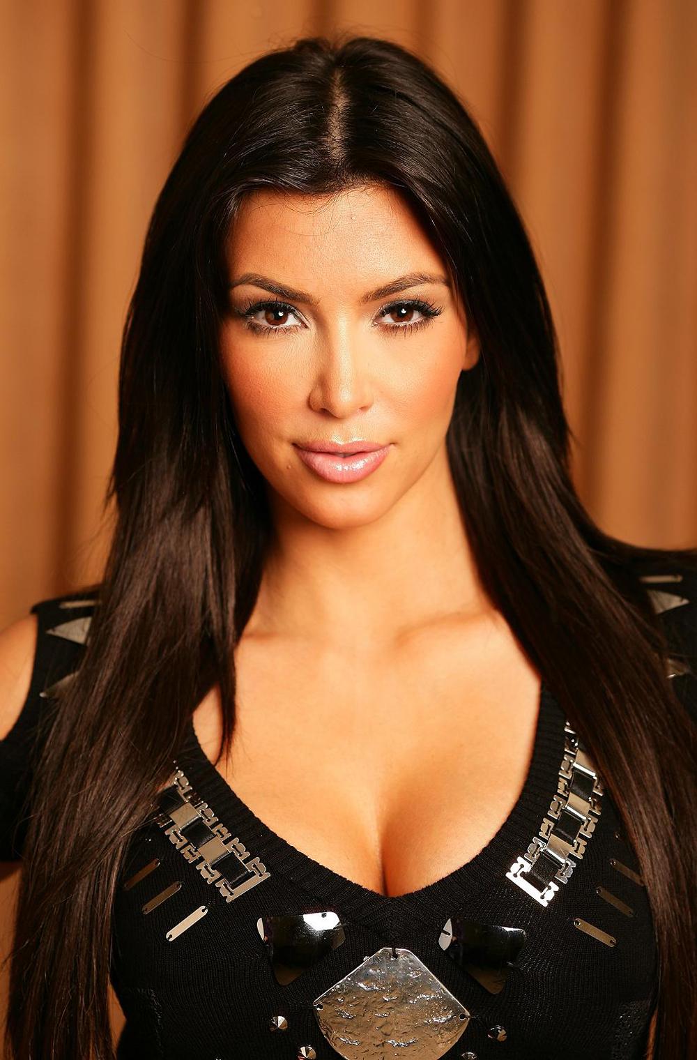 Kim Kardashian Straight Hair 06