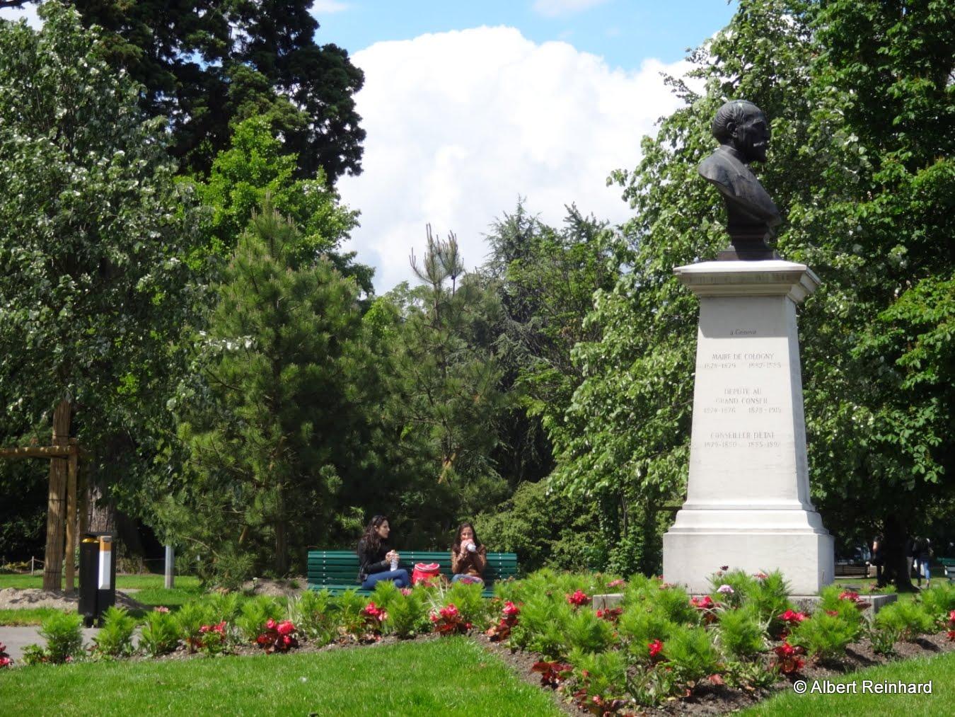 De ci de l gen ve fl nerie sur le quai gustave ador for Jardin anglais geneve suisse